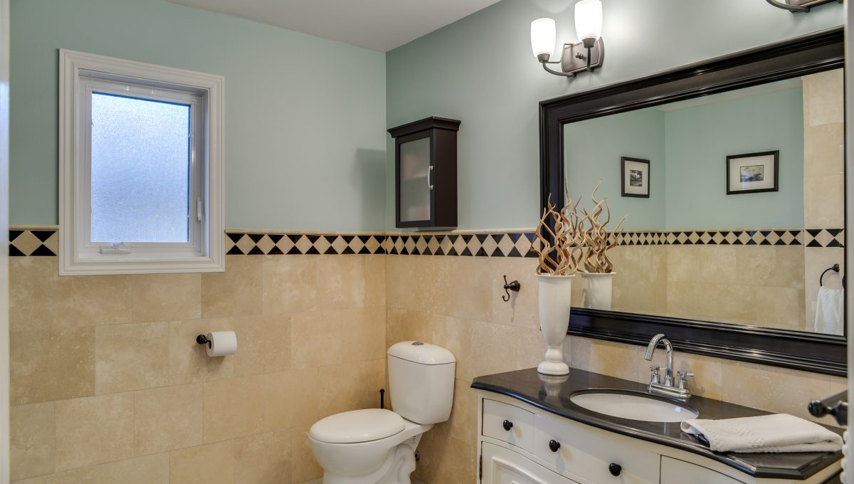 48_1stbathroom11
