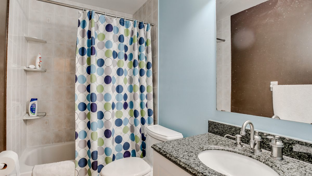 30_1stbathroom11