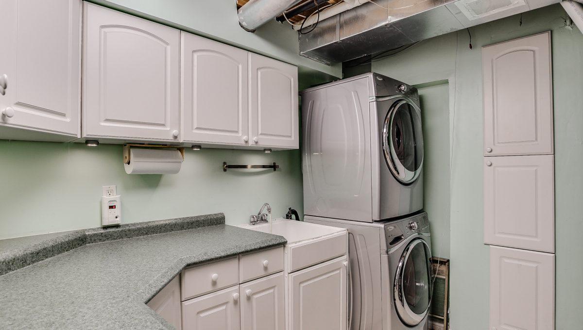 31_laundryroom1