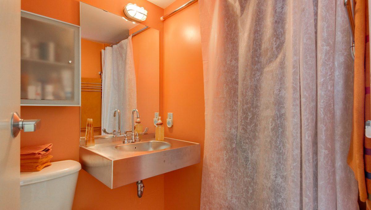29_1stbathroom11