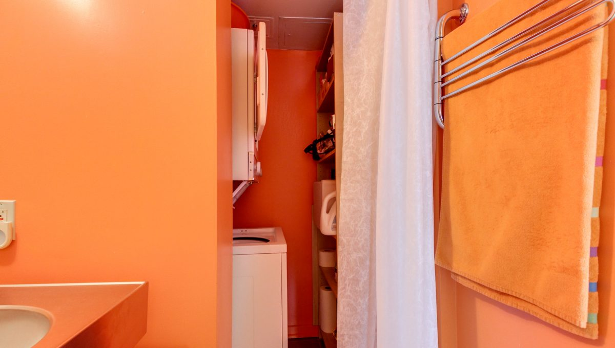 30_1stbathroom12