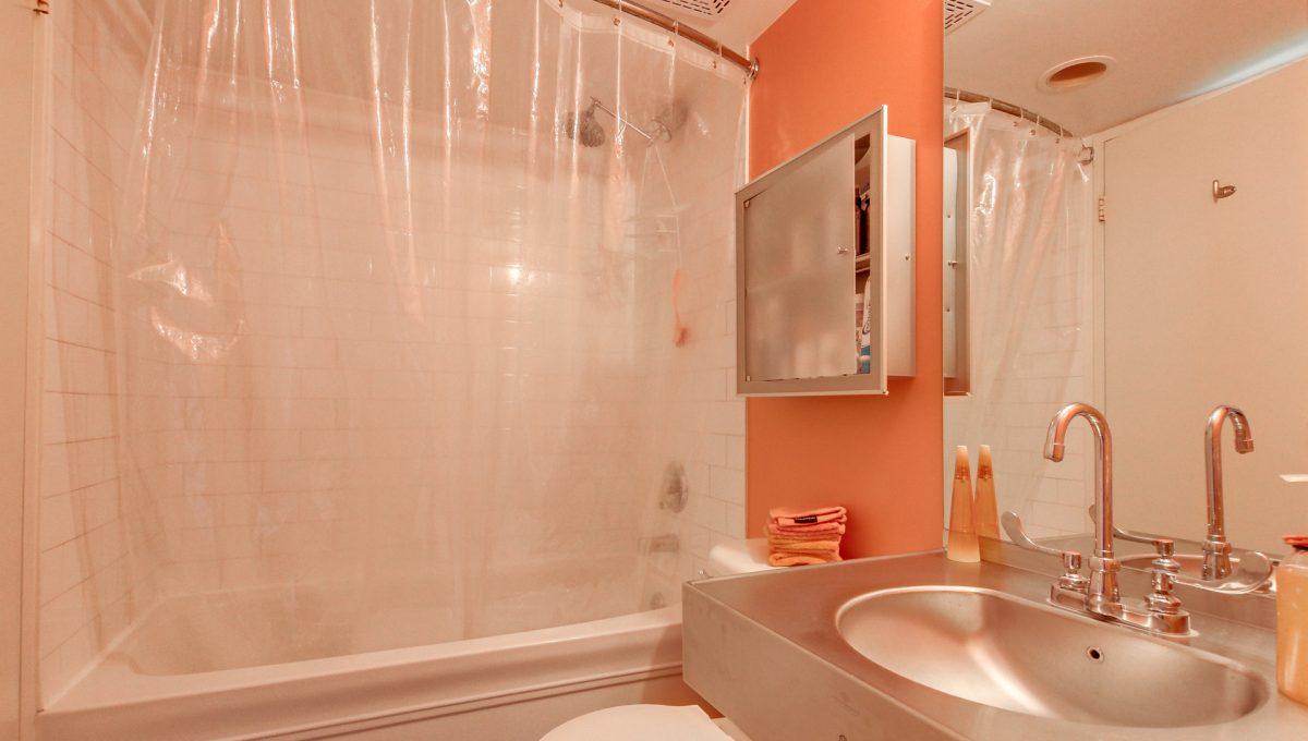 31_1stbathroom13