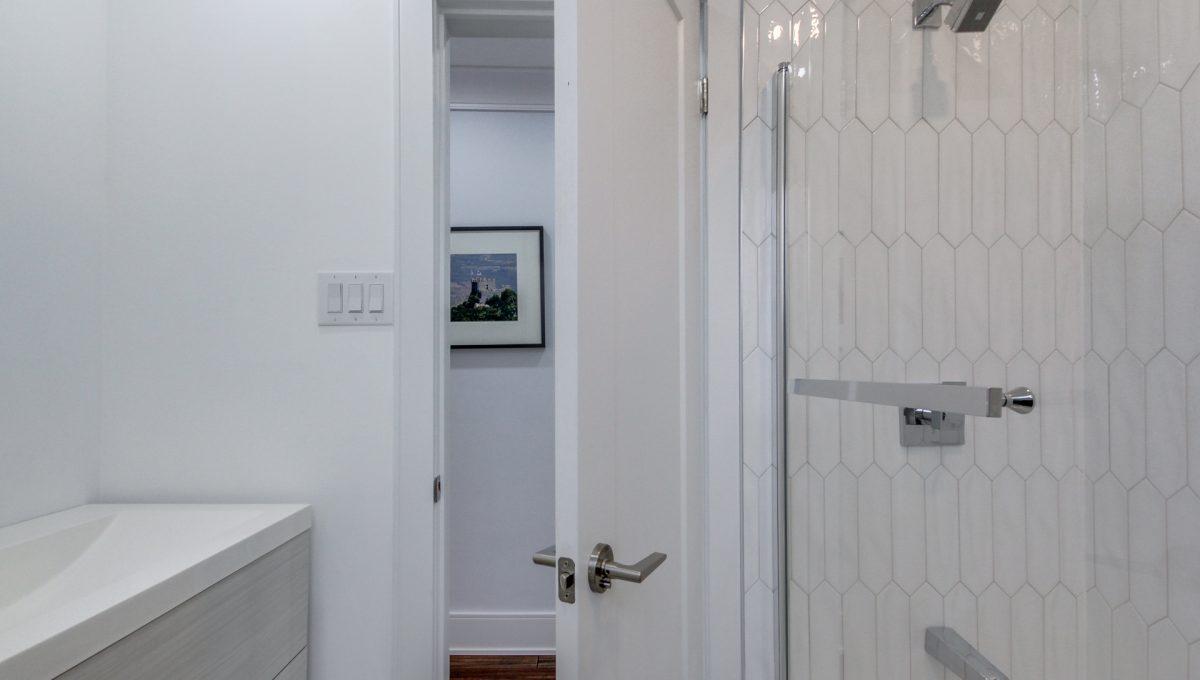 45_1stbathroom12