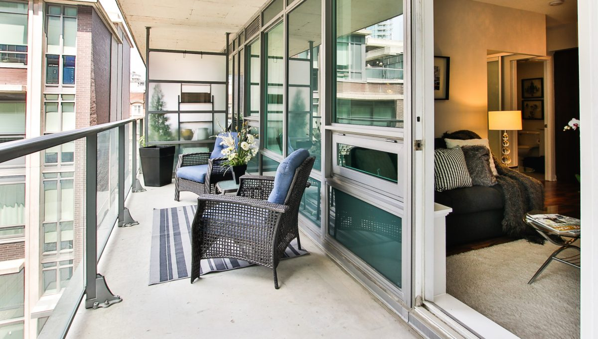 18_balcony